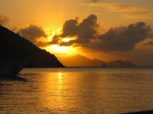 Solnedgang på den dejligste og roligste ankerplads, Little harbour, Peter Island.