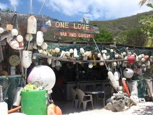 Fiskeudstyr og One Love, bar på stranden, Jost Van Dyke