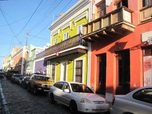 farverige og charmerende, musikalsk, lidenskab, varme og vold. San Juan er meget spansk, fantastisk og modsætningernes by.