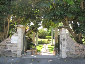 en park i byen, hvor byen grundlægger ligger begravet.