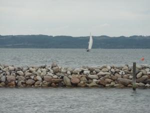 På vej ind til Ebeltoft, 16. august 2013.